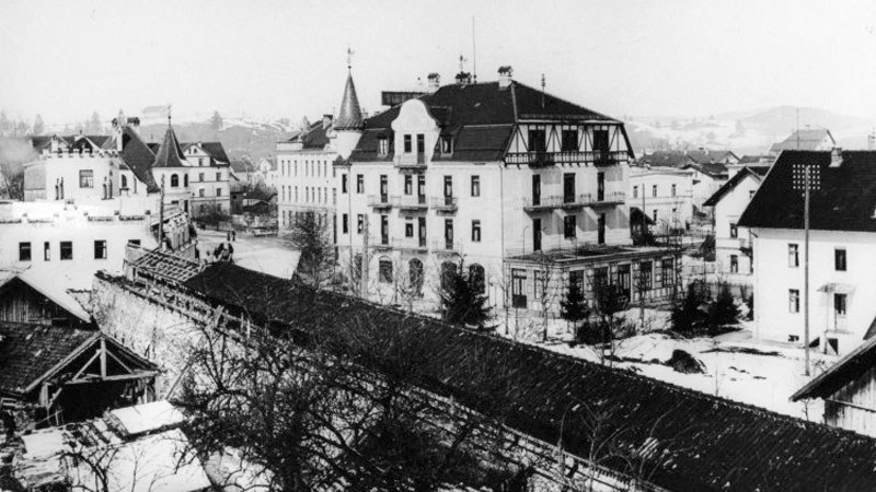 Demolition of the town wall of Füssen next to the hotel (1906)