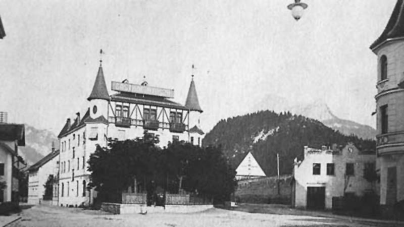 The Hirsch Hotel with its characteristic turrets (1907)