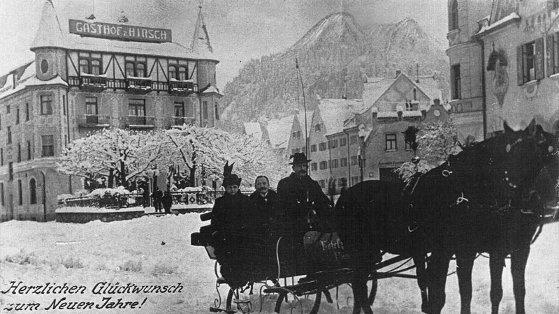 Winter in Füssen with horse-drawn sleight in front of the hotel (1920)