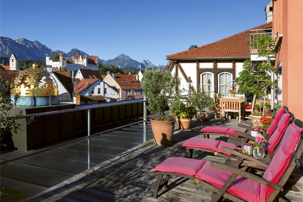 Romantic roof terrace with outlook to the illuminated 'Hohes Schloss' castle