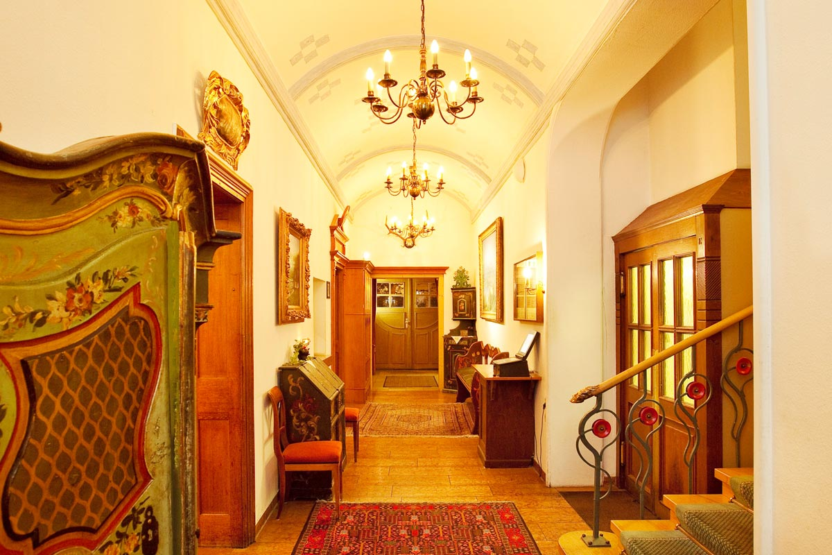 Hallway of the Hirsch Hotel with antique furniture