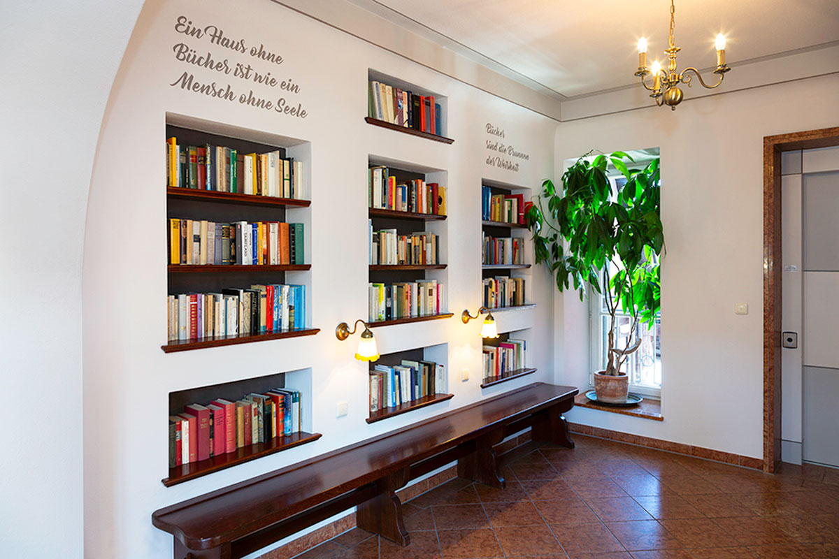 The library of the Hirsch Hotel