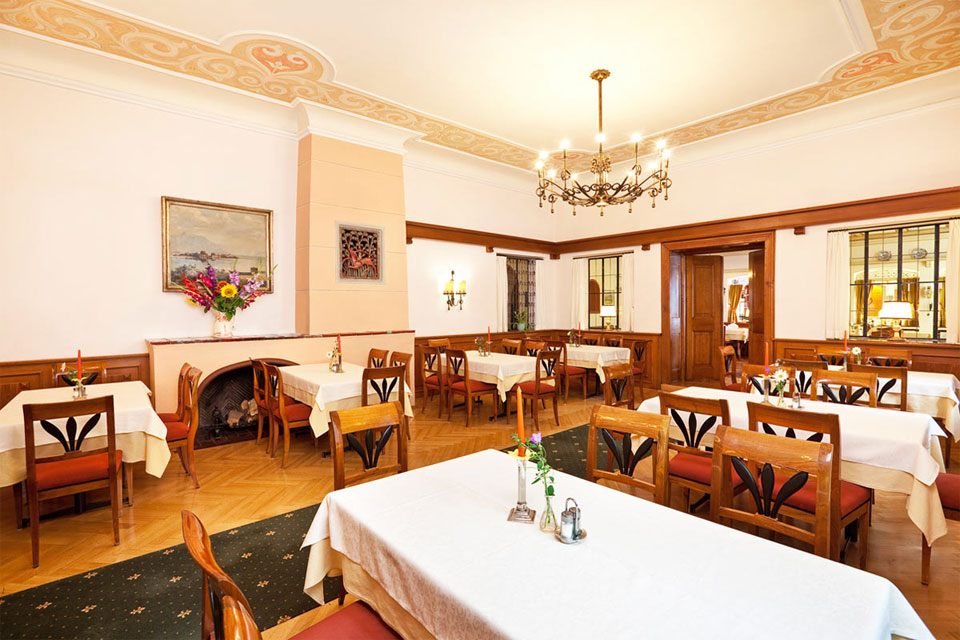 Dining room for travel groups and dinner parties