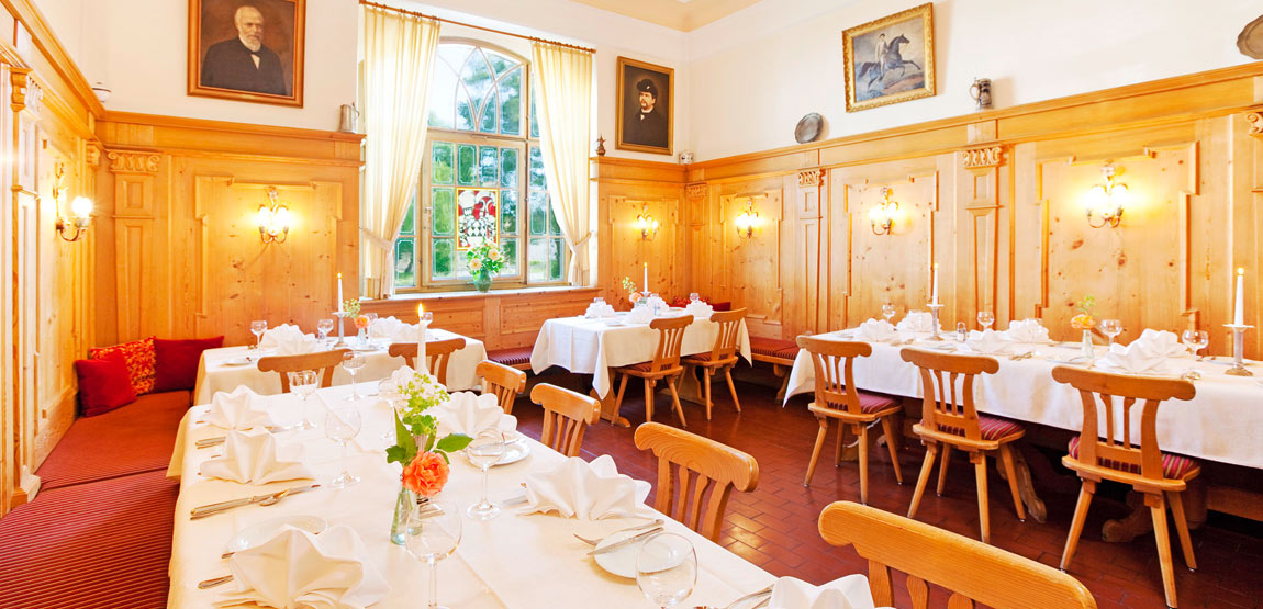 The Königszimmer room is a perfect setting for familiy parties and wedding receptions