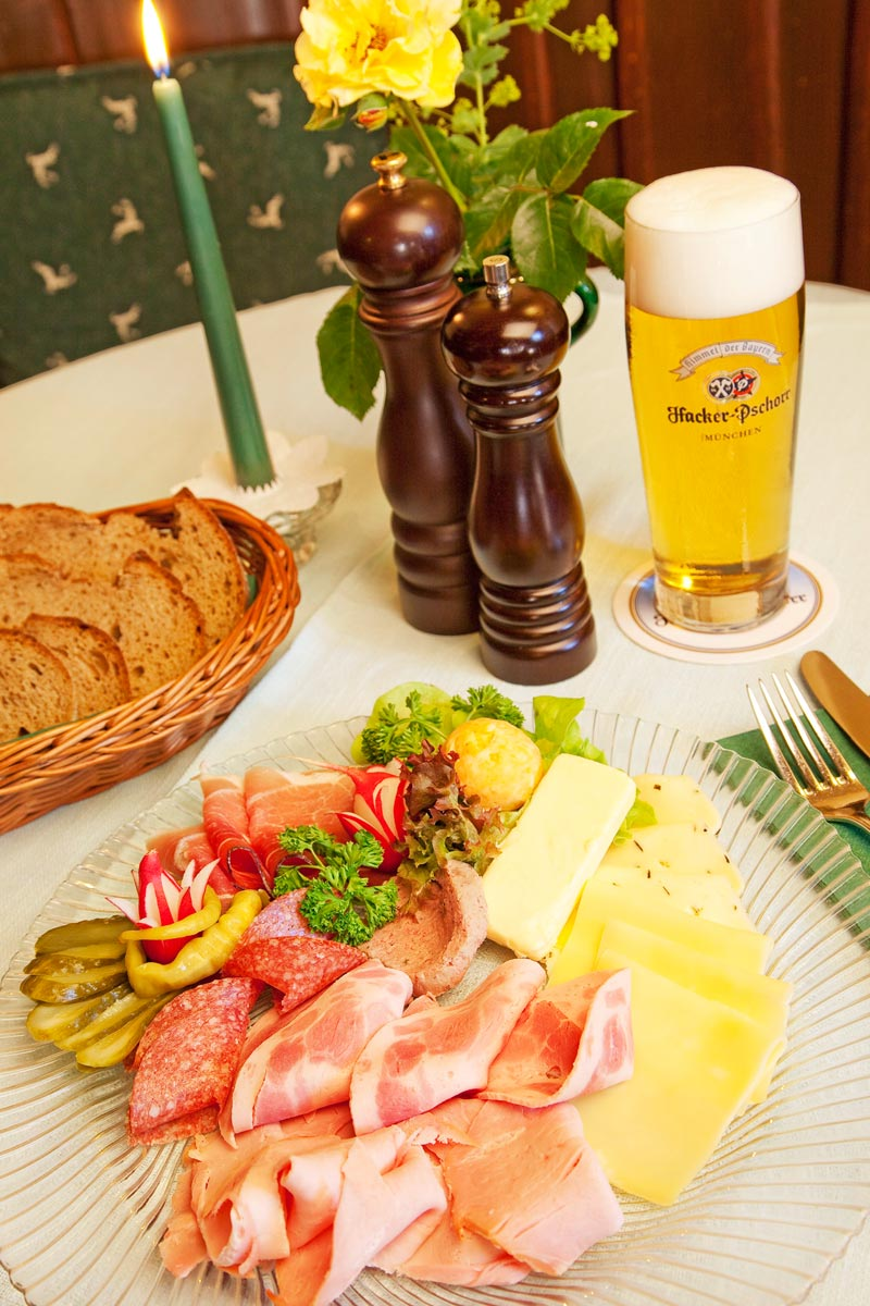 Bavarian and Algovian delicacies in the 'Bierstüberl' pub