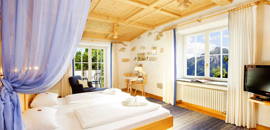 Superior themed double room Hotel Füssen with mountain view