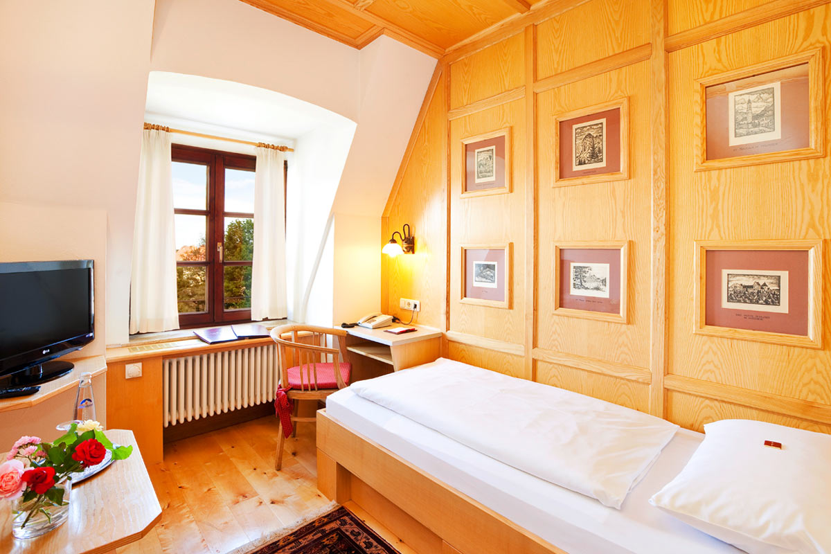 In Hirsch Hotel in Füssen we also offer lovely single rooms
