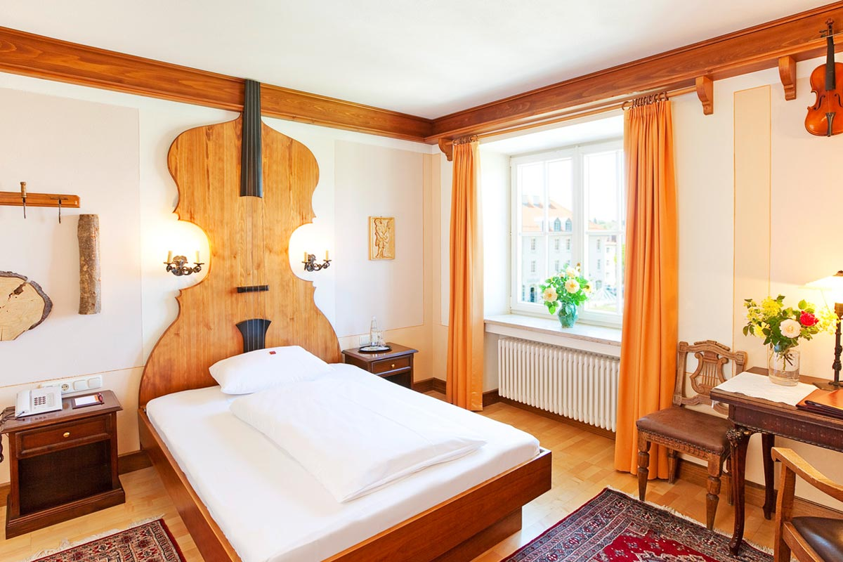 Violin maker as inspiration for Hotel Füssen double room