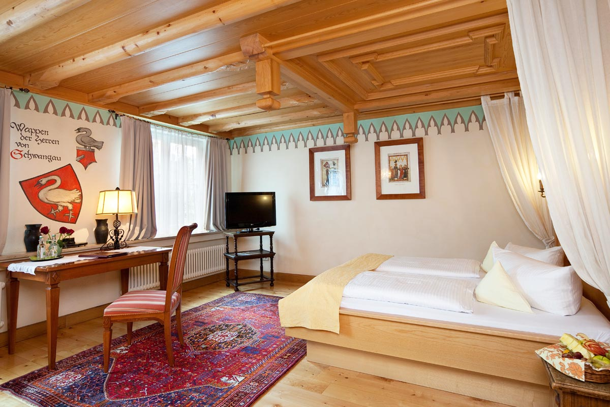 Superior themed double room Hotel Füssen dedicated to Schwangau