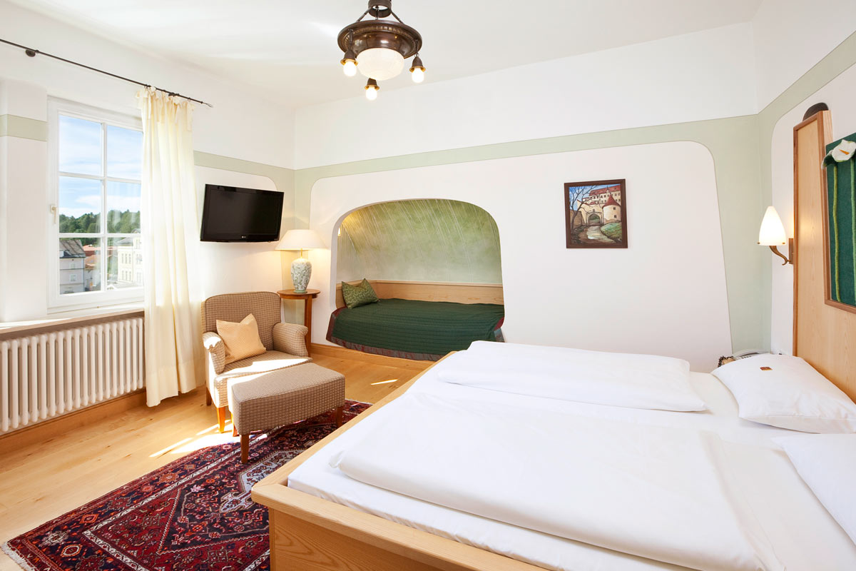 Triple room with double bed and single bed in the Hotel Füssen