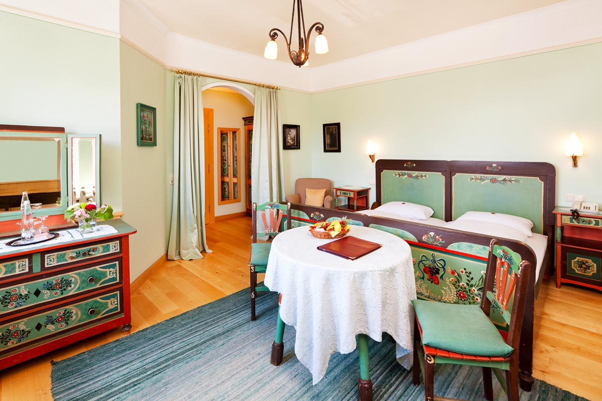 Bavarian triple room in the Hotel Füssen equipped with rustic furniture