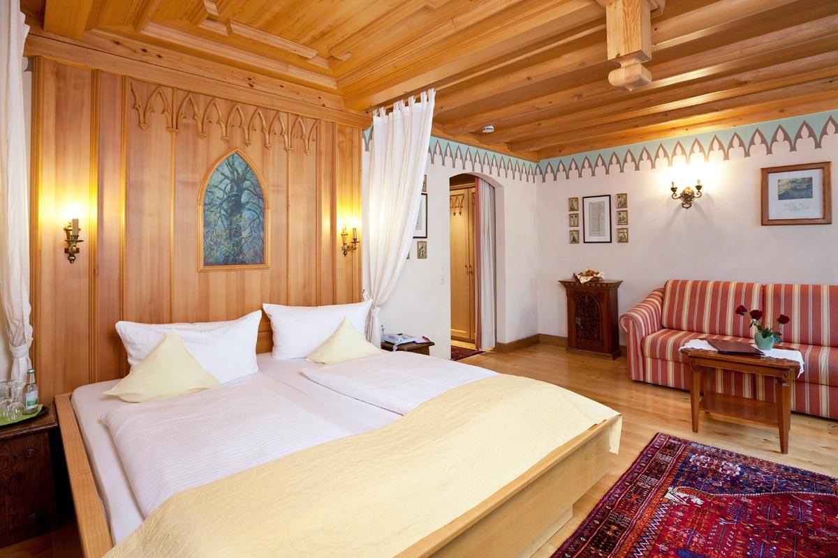 Squisite camere doppie a tema dell 39 albergo hirsch - Alberghi con camere a tema ...